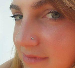 Σκουλαρίκι στη Μύτη